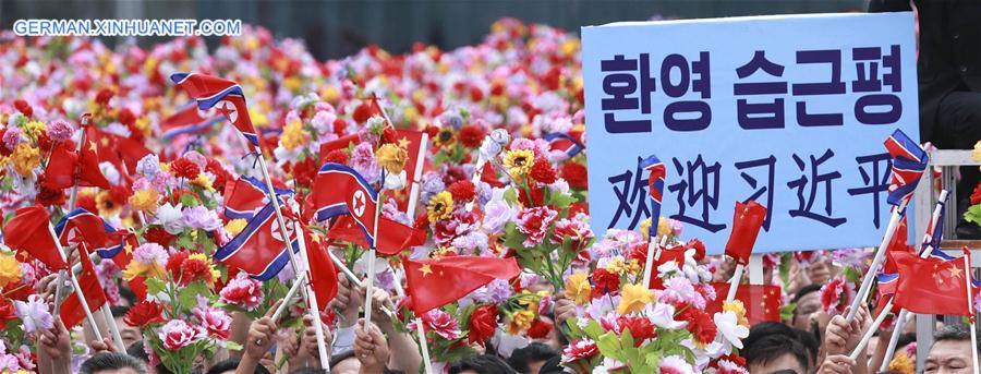DPRK-PYONGYANG-XI JINPING-PEOPLE-WELCOME