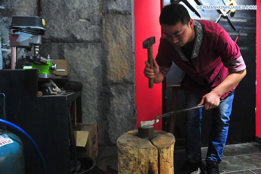 CHINA-HUNAN-FENGHUANG-SILVER FORGING-ORNAMENT (CN)