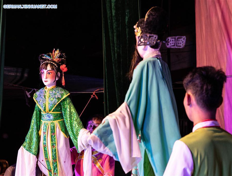 CHINA-HAINAN-MAN-AND-PUPPET SHOW (CN)