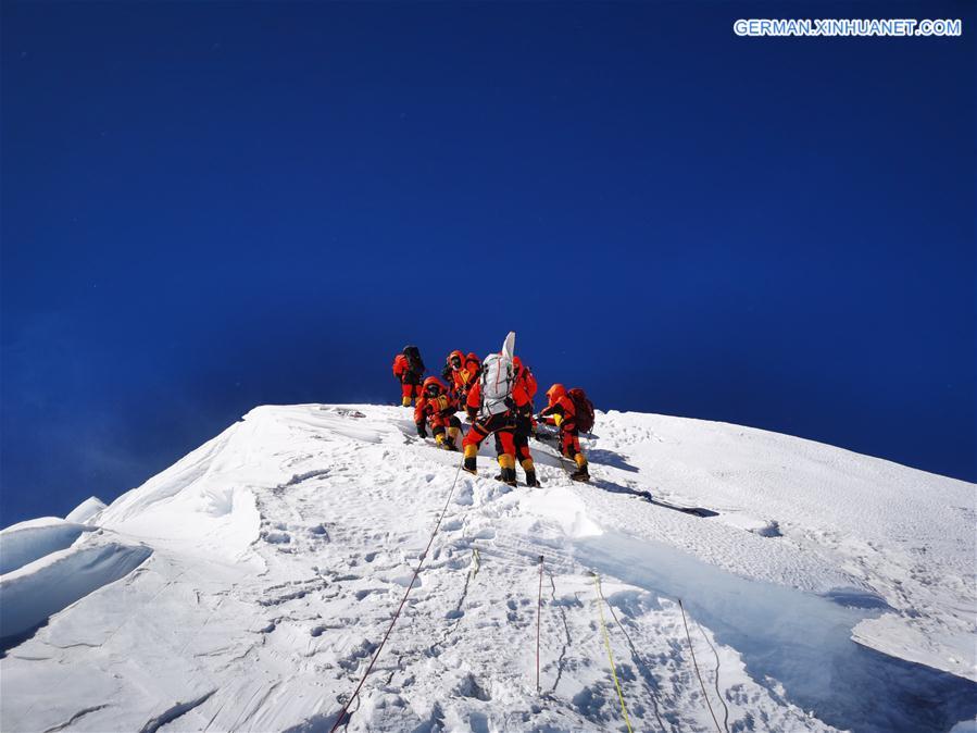CHINA-MOUNT QOMOLANGMA-SURVEYING TEAM-SUMMIT (CN)