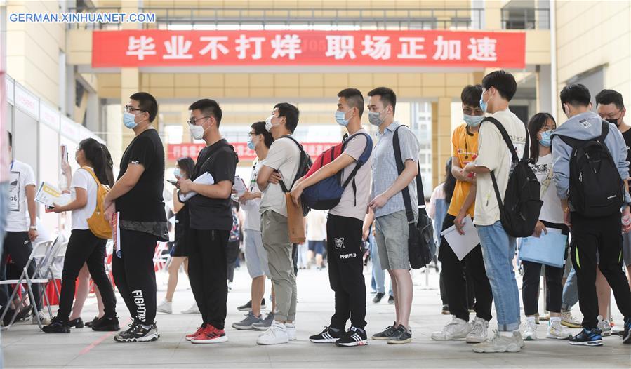 CHINA-HUBEI-WUHAN-OFFLINE JOB FAIR-GRADUATES (CN)