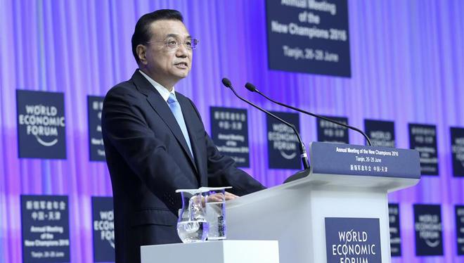 Li Keqiang hält bei Eröffnungszeremonie des Sommer Davos Forum Rede