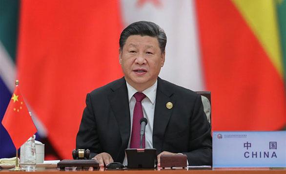 Xi Jinping sitzt erster Phase des Rundtisch-Treffens des Beijing-Gipfeltreffens 2018 des FOCAC vor