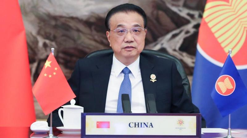 Li Keqiang nimmt am 24. Gipfeltreffen zwischen ASEAN und China, Japan und ROK teil