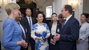 Peng Liyuan besucht Frédéric Chopin Museum in Polen