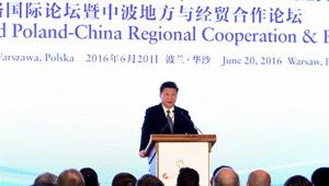 Xi Jinping hält auf dem Polen-China Regionalen Kooperations- und Wirtschaftsforum eine Rede
