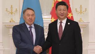 Xi Jinping trifft den kasachischen Präsidenten Nursultan Nasarbajew in Usbekistan