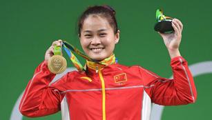 Goldmedaille: Deng Wei gewann das Finale vom 63KG-Gewichtheben Gruppe A