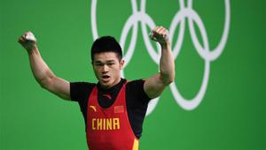 Shi Zhiyong gewann mit 352 KG die Goldmedaille