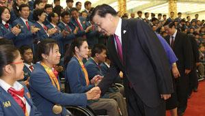 Liu Yunshan trifft chinesische Delegation für Paralympische Spiele in Rio in Beijing