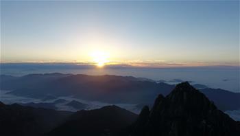 Wolkemmeer über dem Berg Huangshan