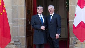 Wang Yi trifft schweizerischen Amtskollegen Didier Burkhalter in Neuchatel