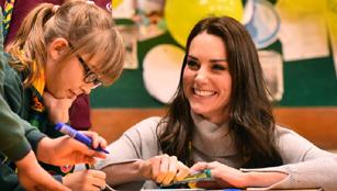 Herzogin von Cambridge feiert ein Jahrhundert des britischen Cub Scouts
