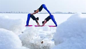 Yoga wärmt dich bei Schnee auf