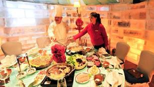 Brühend kalt: Feuertopf-Restaurant im Eishaus