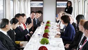 Xi Jinping genießt Tee und Konversation mit Schweizer Bundespräsidentin