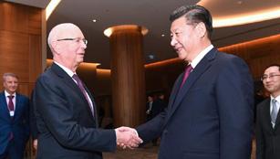 Xi Jinping trifft Klaus Schwab in Davos