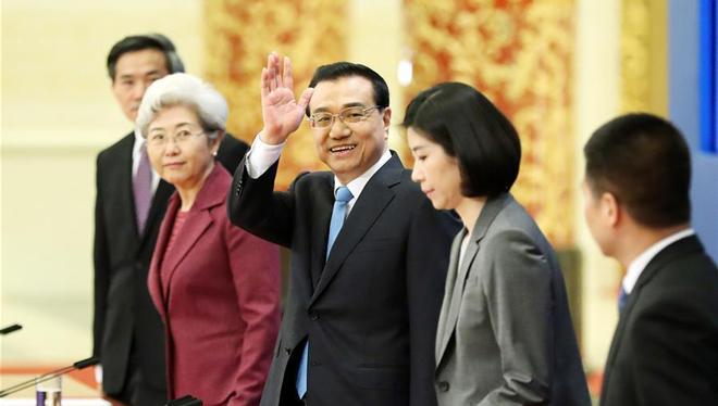 Ministerpräsident Li tritt vor die Presse