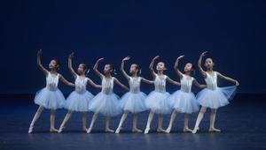 Schüler in Beijing führen Ballett auf