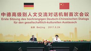 Liu Yandong und Sigmar Gabriel sitzen erster Sitzung des hochrangigen Deutsch-Chinesischen Dialogs für den gesellschaftlich-kulturellen Austausch vor
