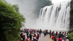 Spektakuläre Landschaft des Huangguoshu-Wasserfalls