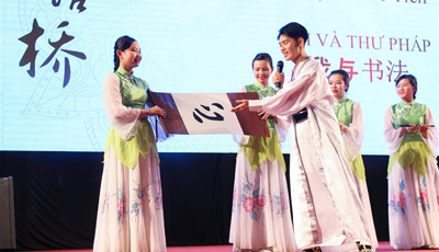"""Chinesischer Sprachwettbewerb """"Chinese Bridge"""" in Vietnam abgehalten"""