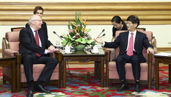 Meng Jianzhu trifft Deutschlands Staatssekretär im Bundeskanzleramt und Beauftragter für die Nachrichtendienste des Bundes
