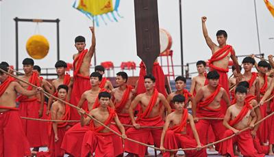 Feier zum Ende des Fischereiverbots am Poyang-See