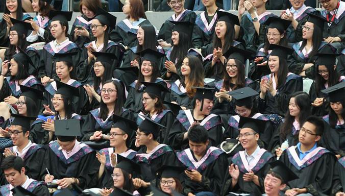 Schulabschlußfeier der Fudan-Universität abgehalten