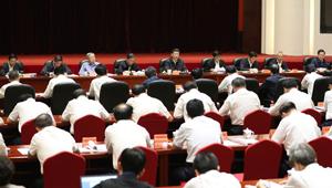 Xi Jinping sitzt dem Symposium zur Armutsbekämpfung in Taiyuan vor