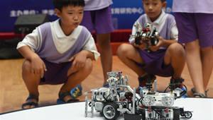 Schüler nehmen am Roboter-Wettbewerb in Beijing teil