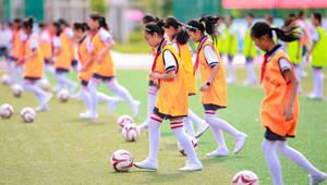 Jugendfußball-Sommercamp in Hohht eröffnet