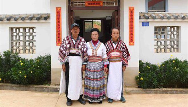 Verarmte Miao-Gruppe im Südwesten Chinas zieht in die neuen Häuser ein