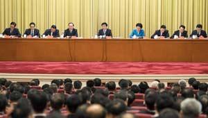 Wang Huning spricht bei der Preisverleihung für die ethische Vorbilder und Pioniere in Beijing
