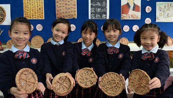 Schüler in Xi'an lernen in der Grundschule etwas über Museen