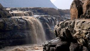 Jährliche Frühlingsflut im Landschaftsgebiet Hukou-Wasserfall