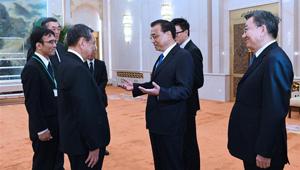 Li Keqiang trifft Präsidenten des JAPIT und japanische Wirtschaftsdelegation