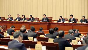 Li Zhanshu sitzt Vorlesungen für Mitglieder des Ständigen Ausschusses des 13. NVK vor