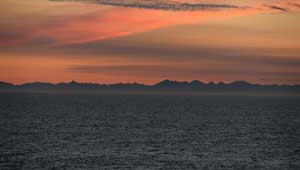 Landschaft beim Sonnenuntergang an Bord Chinas Tian'en-Schiffs auf dem Weg nach Europa aufgenommen