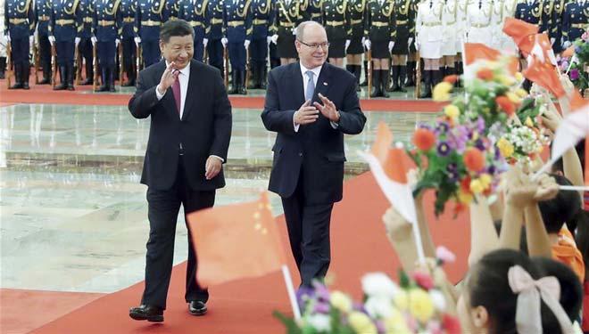 Xi Jinping führt mit Fürsten Albert II, Staatsführung des Fürstentums Monaco, Gespräche