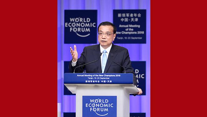 Li Keqiang hält beim Eröffnungsplenum des Sommer-Davos-Forums in Tianjin eine Rede