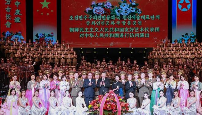 Xi und seine Ehefrau treffen hochrangigen Beamten der DVRK, sehen Kunstaufführung an