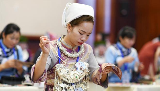 Fünfter Wettbewerb für handwerkliche Fertigkeiten und innovative Produkte der Frauen in Guizhou abgehalten