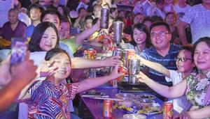 Nachtmesse mit leckerem Essen, Kunstdarbietungen und Kreationen in Chongqing eröffnet
