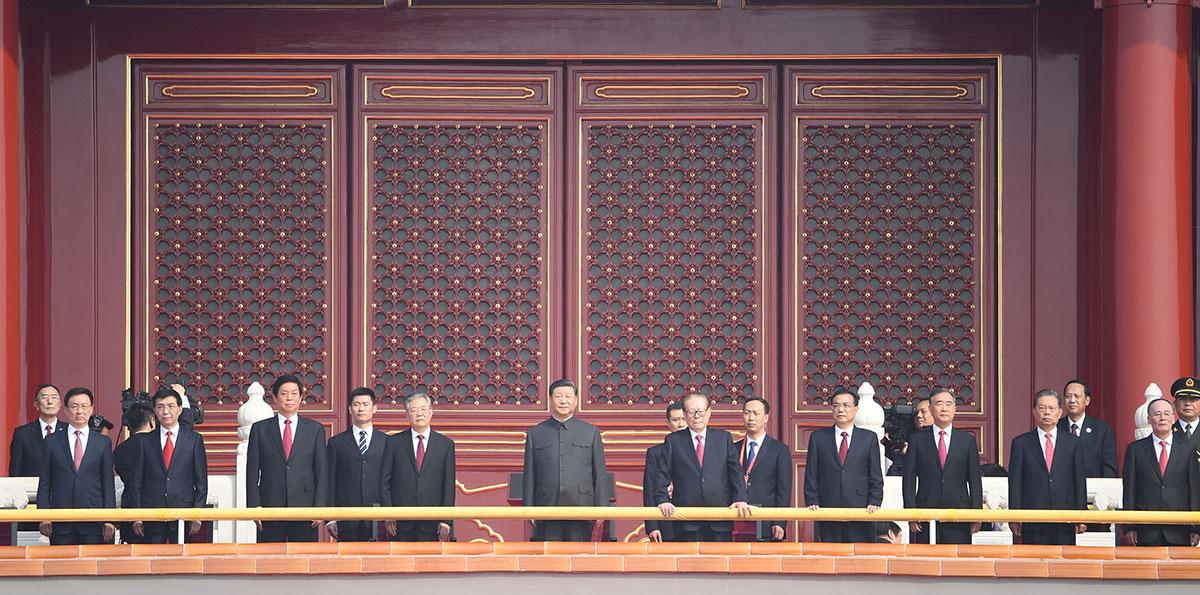 (Nationalfeiertag) Xi besteigt Tian'anmen-Tribüne, um an Feierlichkeiten zum Nationalfeiertag teilzunehmen