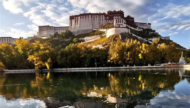 Potala-Palast in Lhasa im Herbst