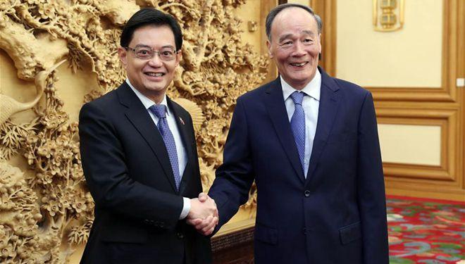 Chinesischer Vize-Staatspräsident trifft stellvertretenden Ministerpräsidenten von Singapur