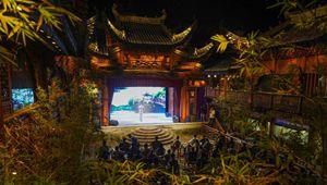 Traditionelle Aufführungen im Wuwang-Tempel in Jingdezhen, Chinas Jiangxi