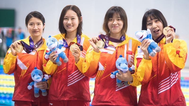 Team China gewinnt 1. Platz bei 4x25 Meter Puppenstaffel des Rettungswettbewerbs der Frauen bei 7. Militärweltspielen des CISM