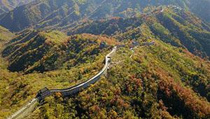 Herbstlandschaft der Großen Mauer Mutianyu in Beijing